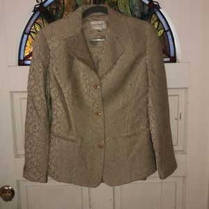 Emanuel 2pc suit. Acetate, rayon & nylon in size 4